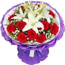 11枝红玫瑰,3枝多头白百合中间,满天星、黄莺间插