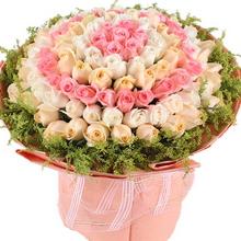 共108枝,由里到外搭配粉玫瑰,白玫瑰,香檳玫瑰(7+11+18+22+24+26),黃鶯外圍