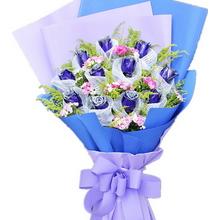 藍玫瑰(白色紗單包花頭),黃鶯、石竹梅間插