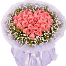 粉玫瑰,滿天星、黃鶯外圍