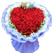 紅玫瑰,滿天星、黃鶯外圍,2個情侶小熊