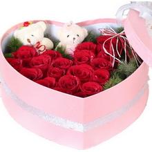 11枝紅色玫瑰,精美小熊2個,配花適量