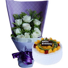 11枝白玫瑰,间插黄莺,搭配绿叶适量;圆形水果蛋糕