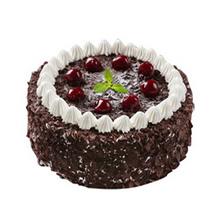 圓形黑森林蛋糕,巧克力屑鋪面及圍邊,鮮奶裱花圍邊,櫻桃裝飾如圖(中間綠色裝飾不做為內容)
