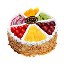 圓形水果蛋糕,時令水果分格擺放,花生碎圍邊