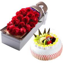 11朵红色玫瑰;圆形水果蛋糕,水果铺面,鲜奶球围边,巧克力片装饰