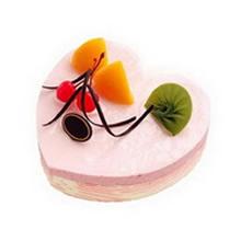 心形冰激凌蛋糕,表面水果點綴