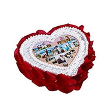 心形數碼鮮奶蛋糕,中間數碼圖案(可另提供圖案),鮮奶裱花圍邊,新鮮玫瑰花瓣外圍