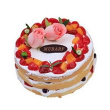 圓形水果裸蛋糕,2朵新鮮粉玫瑰,草莓等時令水果鋪面,鮮奶、水果夾層(三層夾層)