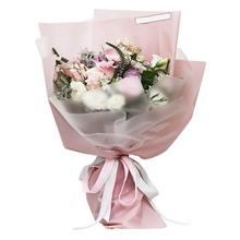 9朵紫玫瑰,9朵戴安娜粉玫瑰,滿天星、相思梅、黃鶯等配材間插