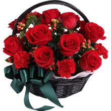 紅玫瑰12枝,紅色康乃馨12枝,填充紅豆、綠葉適量