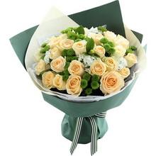 香槟玫瑰33枝、绿色小雏菊8枝、白色石竹梅5枝、栀子叶3枝