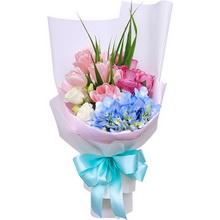 粉色郁金香9枝,紫色玫瑰11枝,淺藍色繡球1枝,白色洋桔梗適量,條狀葉材適量