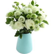 白雪山玫瑰11枝、梔子葉0.5扎、小綠菊5枝、綠桔梗8枝