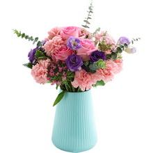 蘇醒玫瑰5枝、粉康乃馨16枝、粉石竹梅4枝、梔子葉0.5扎、紫桔梗4枝、尤加利葉3枝