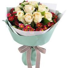 香檳玫瑰11枝,迷你菊6枝,梔子葉半扎(如當地迷你菊缺貨,用勿忘我或者石竹梅代替)