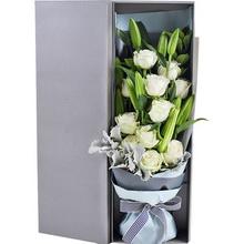 雪山白玫瑰11枝、多頭白百合3枝、銀葉菊0.5扎、梔子葉2枝