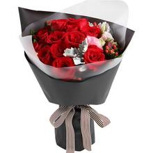 红玫瑰16枝,红豆5枝,粉色桔梗1枝,银叶菊2枝(如当地红豆缺货,用相思梅等其他寓意相近配材替代。)