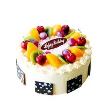 圓形水果蛋糕,中間白色巧克力屑裝飾,時令水果圍圈,巧克力片圍邊