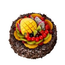 圓形水果蛋糕,蛋糕上層時令水果鋪面,巧克力屑圍邊
