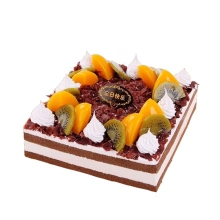 方形巧克力慕斯蛋糕,巧克力屑鋪面,時令水果外圈搭配