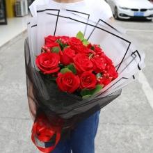 16支超級紅玫瑰,填充紅豆或其他配花,綠葉點綴