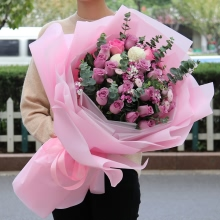19枝精品紫玫瑰,相思梅、乒乓菊、尤加利葉點綴搭配