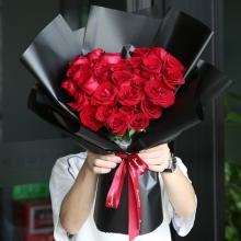 33枝精品红玫瑰,摆成心形
