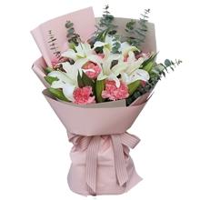 11朵粉色康乃馨,4支多頭白百合,搭配尤加利葉單面花束