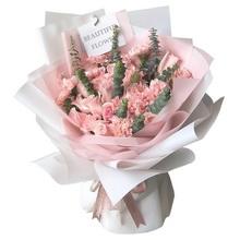 19朵粉色康乃馨,9朵粉佳人玫瑰,尤加利葉間插