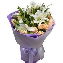19朵香檳玫瑰,3支白色多頭百合,搭配黃鶯豐滿