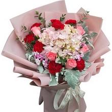 8朵紅色康乃馨,5朵戴安娜玫瑰,1朵粉色繡球花,銀葉菊、尤加利葉、相思梅等搭配制作