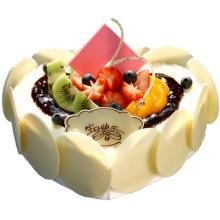 心形巧克力蛋糕,時令水果裝飾,巧克力片圍邊裝飾(具體形狀以配送店實際材質為準)