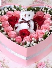 精选16朵粉玫瑰3朵红玫瑰,1小熊,栀子叶和满天星搭配,美丽迷人