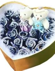 19枝蓝玫瑰(昆明产)+2只小熊,外围白色羽毛