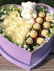 9枝香槟色玫瑰,9颗巧克力,小熊1只,周边绿叶配衬