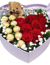 9枝红色玫瑰,9颗巧克力,小熊1只,周边绿叶配衬