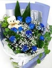 11朵蓝玫瑰(非天然,人工染色的),配满天星,绿叶