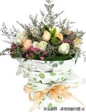 9枝香槟玫瑰,9枝白玫瑰,情人草丰满,相思梅(缺货 用近似花材替代)搭配。