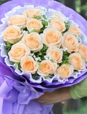 精心挑选19朵昆明香槟玫瑰,叶上花相思梅点缀