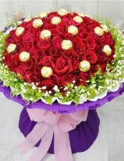 99支红玫瑰,19颗费利罗巧克力,黄莺满天星外围