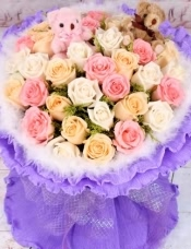 精心挑选33朵混色玫瑰,2只小熊,点缀黄莺,美丽迷人