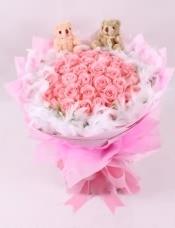 精选33朵昆明A级粉玫瑰 ,赠送2支小熊。