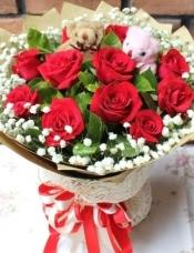 11支红玫瑰,可爱小熊一对,满天星绿叶搭配