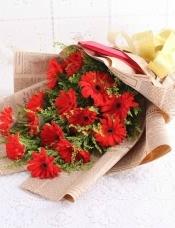 16朵红扶郎,搭配丰满黄莺等组成美丽花束