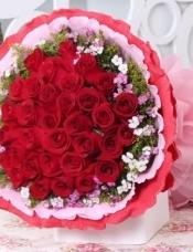 33支红玫瑰,小花黄莺搭配