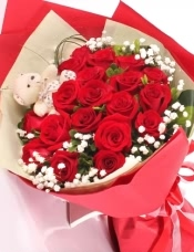 19支红玫瑰,可爱小熊一只,满天星绿叶搭配