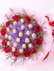 11朵红玫瑰,19颗费利罗巧克力,情人草,黄莺点缀
