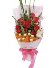 11枝红玫瑰,5寸小熊一只,8粒费列罗巧克力