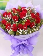 精心挑选19枝红玫瑰,搭配黄莺满天星。